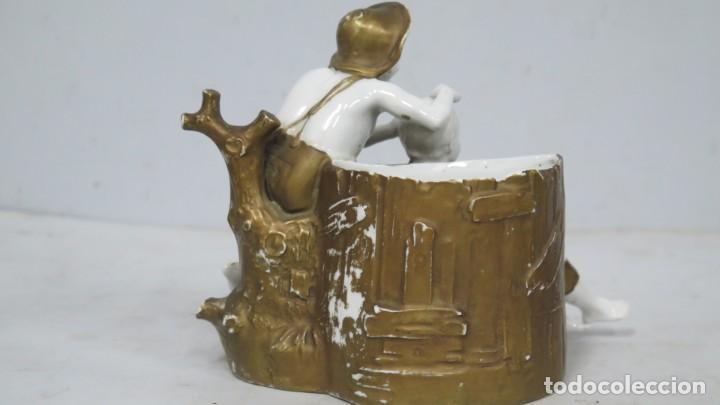 Antigüedades: ANTIGUA FIGURA DE NIÑOS CALLEJEROS. PORCELANA. MARCA EN LA BASE. SIGLO XIX - Foto 7 - 190874146