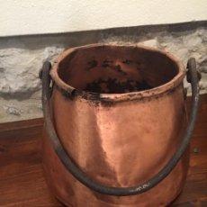 Antigüedades: ANTIGUA CALDERA/ OLLA / MARMITA DE COBRE DEL SIGLO XIX CON ASA DE HIERRO FORJADO CATALANA. Lote 190881385