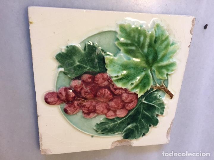 Antigüedades: Azulejaría en relieve. Hacia 1929 - Foto 3 - 190895980