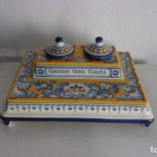 Antigüedades: BONITA ESCRIBANIA DE TALAVERA,CARAMICA,C.GARRIDO ,PUBLICIDAD CAJA CASTILLA LA MANCHA. Lote 190901790