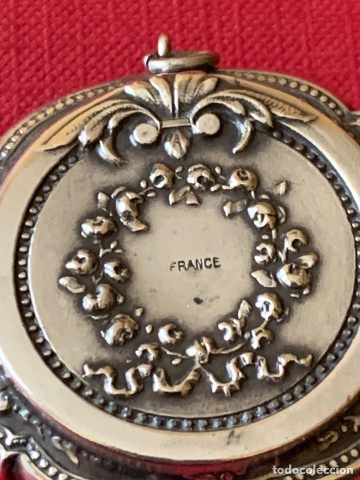 Antigüedades: Antiguo colgante o cajita-polvera en plata de ley - Foto 10 - 190925507