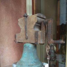 Antigüedades: PEQUEÑA CAMPANA DE BRONCE XIX. Lote 190990532