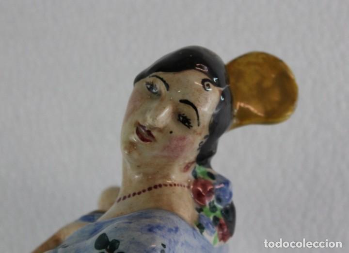 Antigüedades: FLAMENCA CON MANTÓN EN CERÁMICA ESMALTADA A MANO - MANISES O TRIANA - PRINCIPIOS DEL SIGLO XX - Foto 2 - 191009046