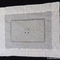 Antigüedades: ANTIGUA PIEZA DE HILO FINO CON ENCAJE DE BOLILLO PPIO.S.XX. Lote 191009558