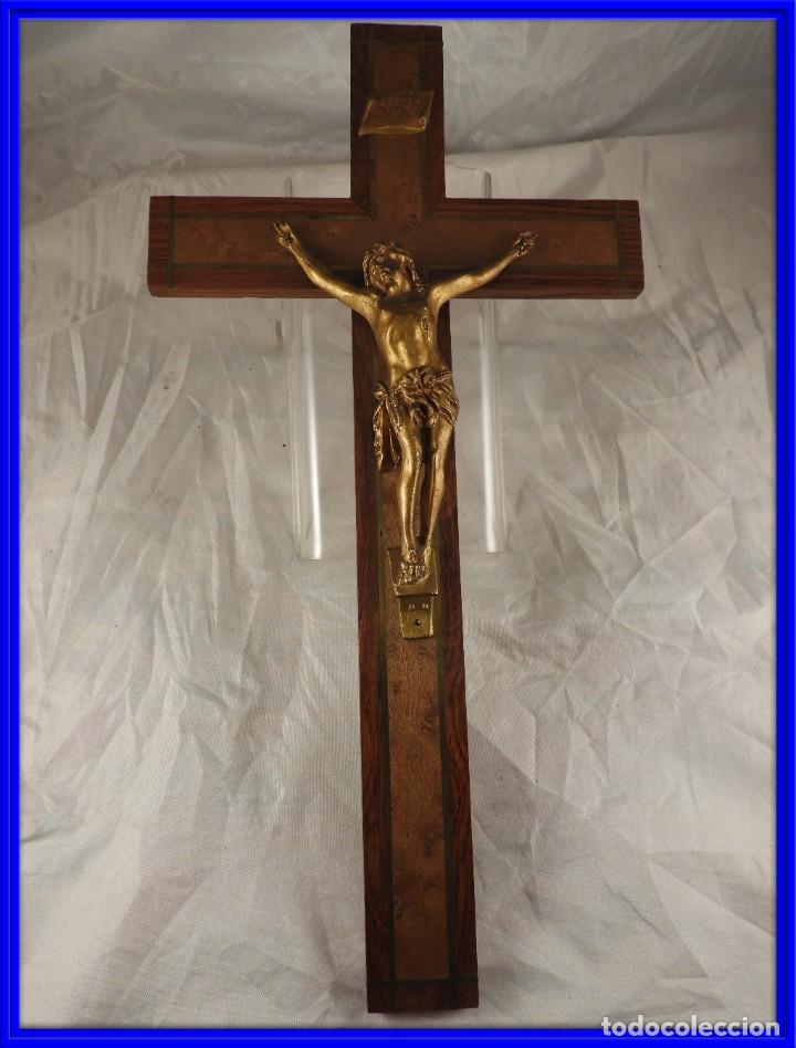 CRISTO EN LA CRUZ DE MADERA DE MARQUETERIA (Antigüedades - Religiosas - Cruces Antiguas)