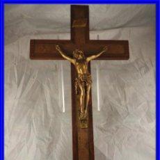 Antigüedades: CRISTO EN LA CRUZ DE MADERA DE MARQUETERIA. Lote 191014297