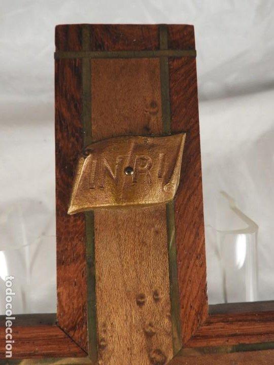 Antigüedades: CRISTO EN LA CRUZ DE MADERA DE MARQUETERIA - Foto 3 - 191014297