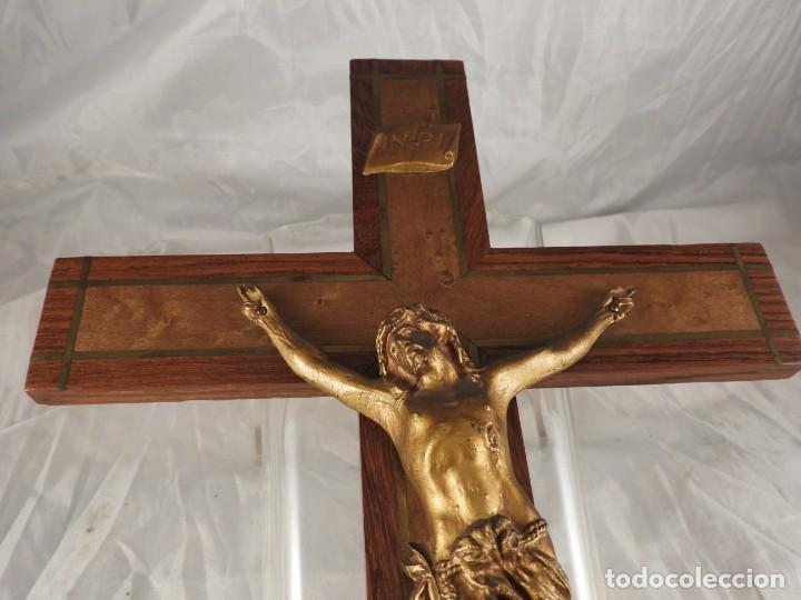 Antigüedades: CRISTO EN LA CRUZ DE MADERA DE MARQUETERIA - Foto 4 - 191014297