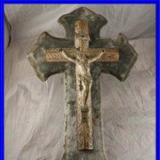 Antigüedades: BENDITERA CON CRISTO EN LA CRUZ CON PRECIOSO TRABAJO . Lote 191014563