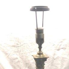Antigüedades: LÁMPARA SOBREMESA ESTILO IMPERIO COLUMNA CON CAPITEL DE BRONCE. MED. 59 CM . Lote 191026860