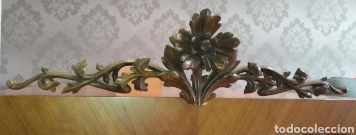 Antigüedades: Precioso Remate copete Talla madera medianos o finales S XIX Para cama o armario 75 cm x 20 cm. - Foto 3 - 191031106