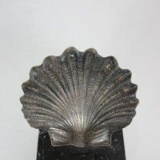 Antigüedades: DECORATIVA CONCHA EN PLATA DE LEY - PEANA DE MÁRMOL. Lote 191076217