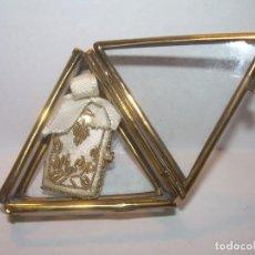 Antigüedades: LIBIRTO BORDADO CON CUATRO EVANGELIOS EN URNA DE LATON Y CRISTAL.MUY BUEN ESTADO DE CONSERVACION.. Lote 191079148