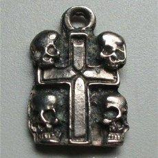 Antigüedades: CRUZ CON CUATRO CALAVERAS O CRÁNEOS. Lote 191111957