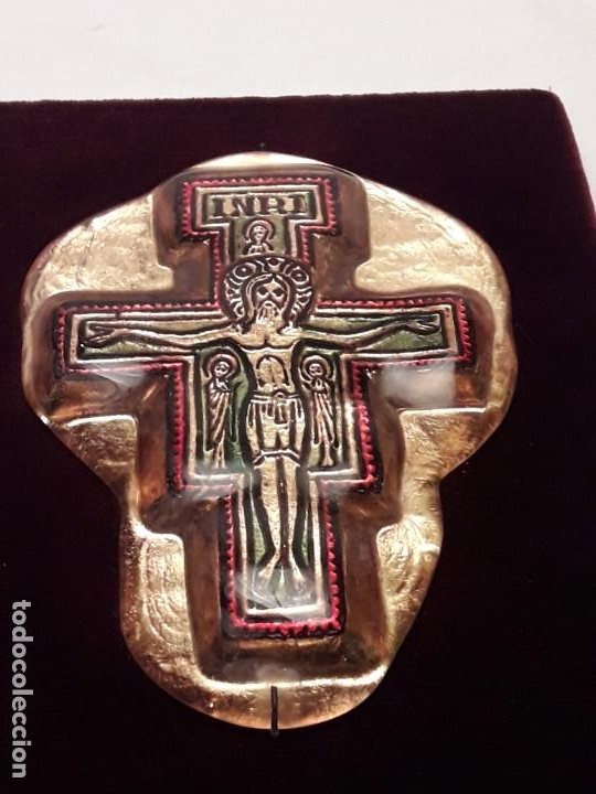 Antigüedades: Bello antiguo crucifijo estilo bizantino encapsulado en cristal fondo terciopelo rojo - Foto 8 - 191122306