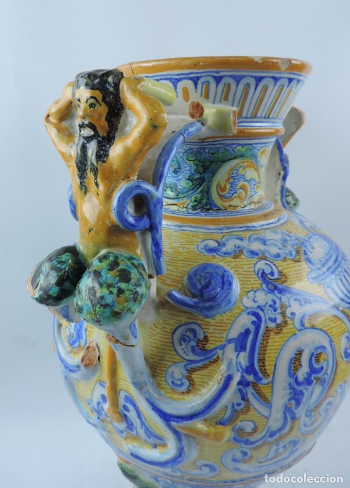 Antigüedades: Jarrón tipo ánfora de cerámica Talavera, Niveiro, Gran Tamaño mide 51 x 37 cms. Dedicado por - Foto 4 - 191151080