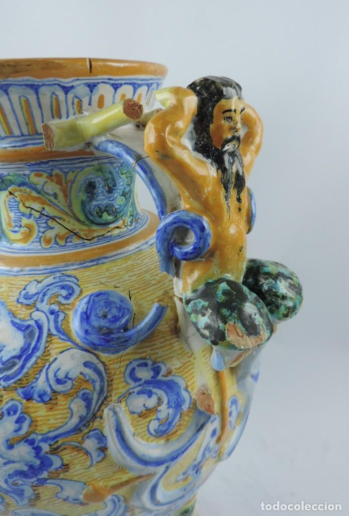 Antigüedades: Jarrón tipo ánfora de cerámica Talavera, Niveiro, Gran Tamaño mide 51 x 37 cms. Dedicado por - Foto 5 - 191151080