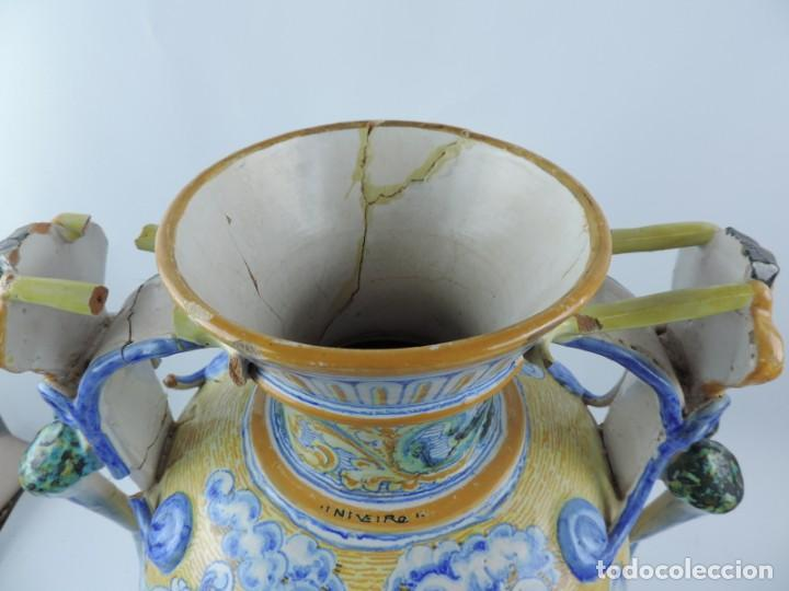 Antigüedades: Jarrón tipo ánfora de cerámica Talavera, Niveiro, Gran Tamaño mide 51 x 37 cms. Dedicado por - Foto 9 - 191151080