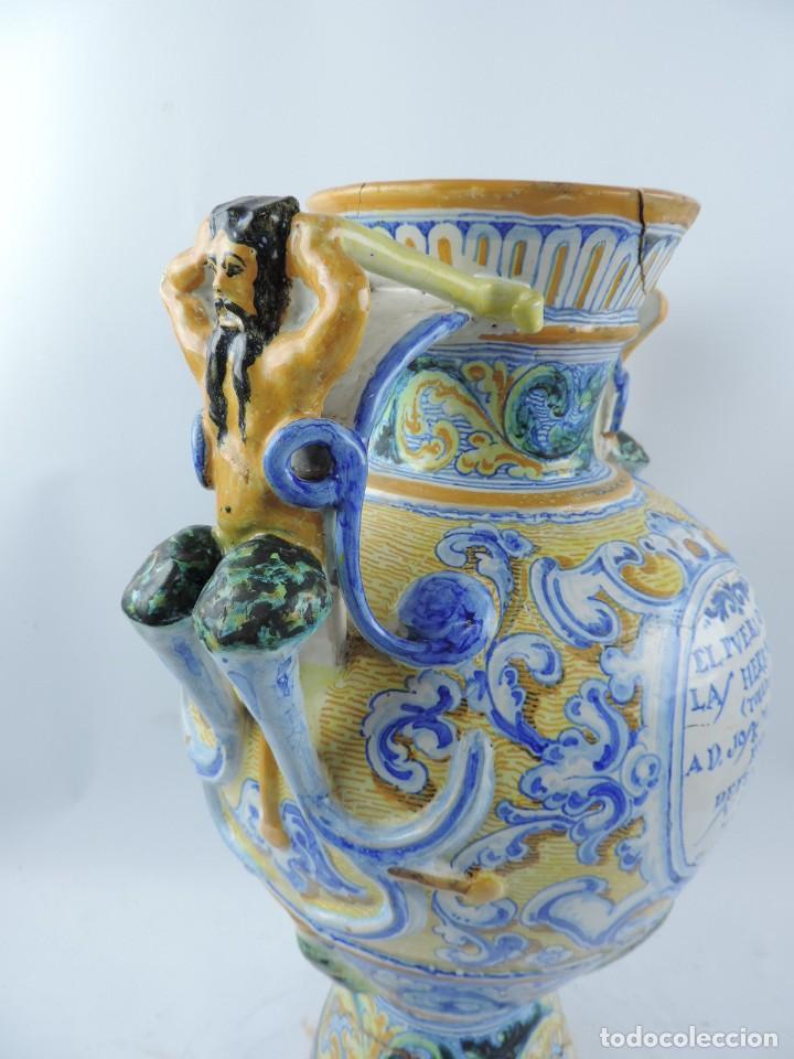 Antigüedades: Jarrón tipo ánfora de cerámica Talavera, Niveiro, Gran Tamaño mide 51 x 37 cms. Dedicado por - Foto 12 - 191151080