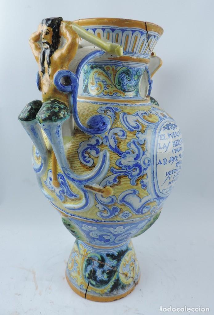 Antigüedades: Jarrón tipo ánfora de cerámica Talavera, Niveiro, Gran Tamaño mide 51 x 37 cms. Dedicado por - Foto 13 - 191151080
