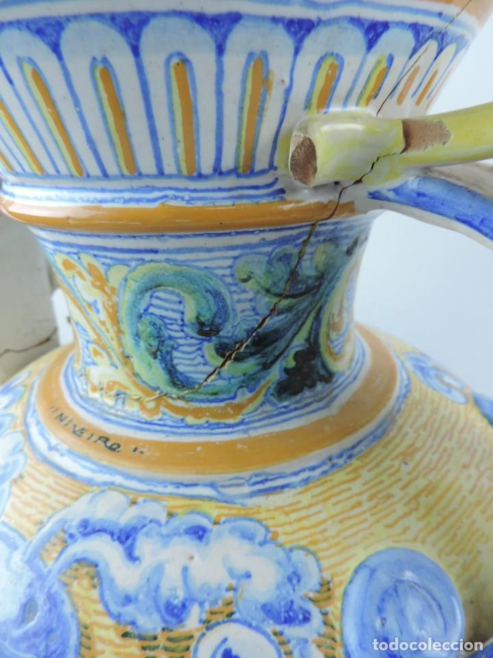 Antigüedades: Jarrón tipo ánfora de cerámica Talavera, Niveiro, Gran Tamaño mide 51 x 37 cms. Dedicado por - Foto 15 - 191151080