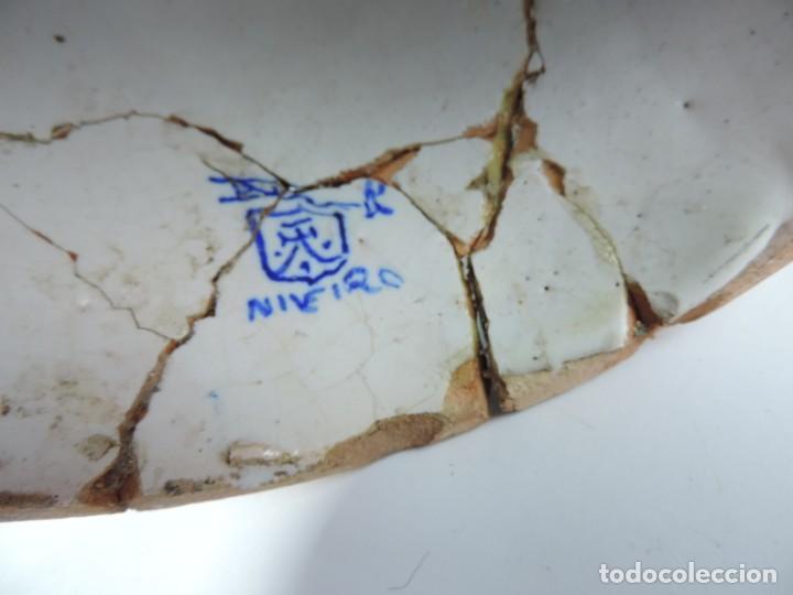 Antigüedades: Jarrón tipo ánfora de cerámica Talavera, Niveiro, Gran Tamaño mide 51 x 37 cms. Dedicado por - Foto 17 - 191151080