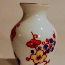 Antigüedades: JARRONCITO DE PORCELANA CHINA . Lote 191167062