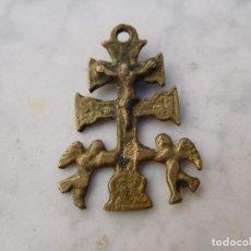 Antigüedades: CRUZ ANTIGUA DE BRONCE CARAVACA. Lote 191177563