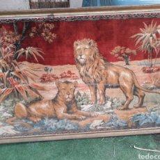 Antigüedades: GRAN CUADRO MARCO MADERA PAN DE ORO TAPIZ TIGRE LEON. Lote 191186105