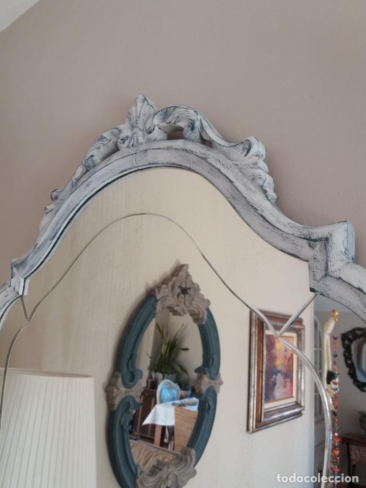 Antigüedades: Espejo antiguo biselado decapado - Foto 2 - 191189615