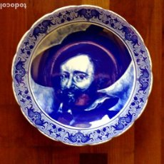 Antigüedades: PLATO EN PORCELANA,SELLADO P.P.RUBENS EN ANVERSO Y BOCH EN REVERSO (31CM.). Lote 191190040