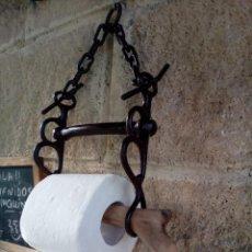 Antigüedades: SOPORTE PAPEL HIGIENICO CON BOCADO DE CABALLO. Lote 191190285