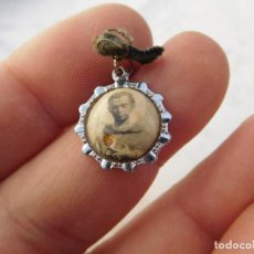 Antiquités: MEDALLA CON RELIQUIA DE SAN MARTIN DE PORRES. Lote 191191558