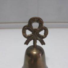 Antigüedades: ANTIGUA CAMPANILLA DE 11 CM MANGO LAZO. Lote 191200427