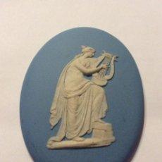 Antigüedades: ANTIGUA PLACA CON RELIEVE WEDGWOOD,MUSA TOCANDO LIRA. Lote 191210426