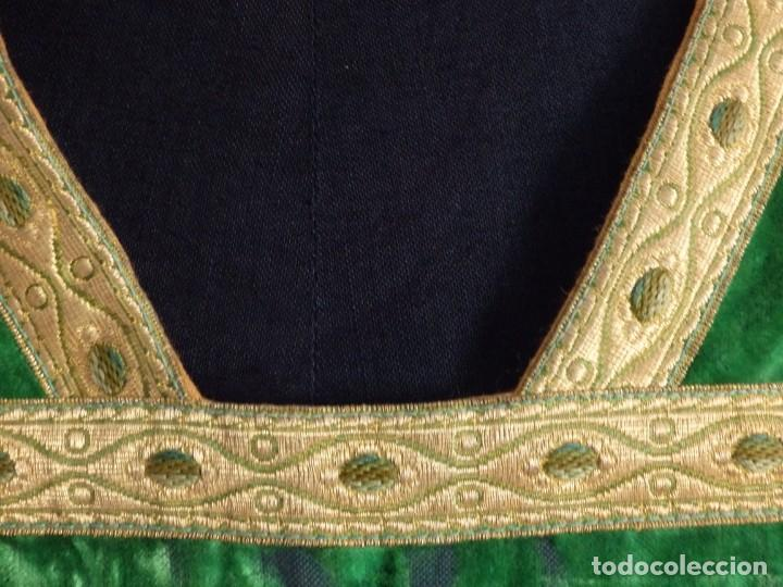Antigüedades: Casulla con su estola confeccionada en terciopelo. Hacia 1900. - Foto 3 - 191221553