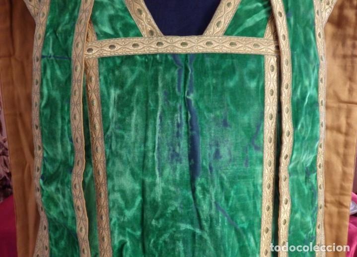 Antigüedades: Casulla con su estola confeccionada en terciopelo. Hacia 1900. - Foto 4 - 191221553