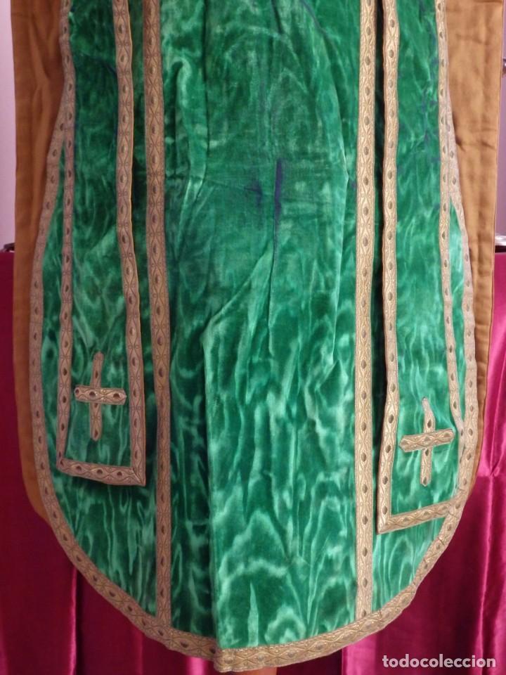 Antigüedades: Casulla con su estola confeccionada en terciopelo. Hacia 1900. - Foto 5 - 191221553