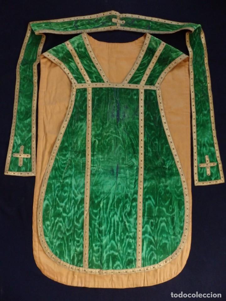 Antigüedades: Casulla con su estola confeccionada en terciopelo. Hacia 1900. - Foto 8 - 191221553
