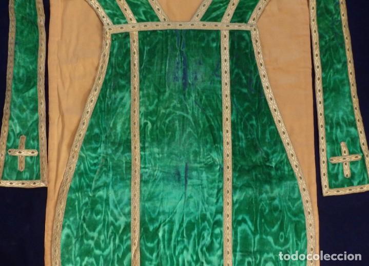 Antigüedades: Casulla con su estola confeccionada en terciopelo. Hacia 1900. - Foto 10 - 191221553