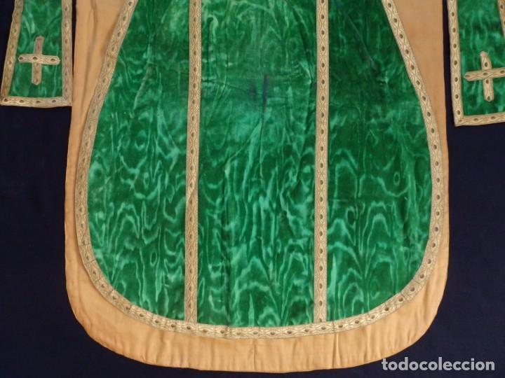 Antigüedades: Casulla con su estola confeccionada en terciopelo. Hacia 1900. - Foto 11 - 191221553