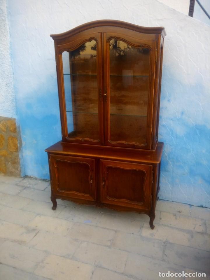 Antigüedades: Antigua vitrina isabelina,madera de caoba,patas torneadas y talladas.años 10/20,francesa. - Foto 2 - 191244196