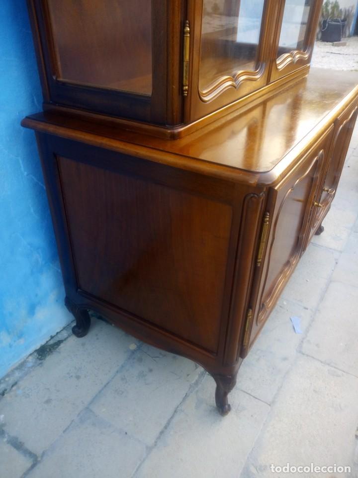 Antigüedades: Antigua vitrina isabelina,madera de caoba,patas torneadas y talladas.años 10/20,francesa. - Foto 5 - 191244196