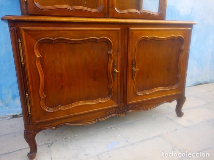 Antigüedades: Antigua vitrina isabelina,madera de caoba,patas torneadas y talladas.años 10/20,francesa. - Foto 6 - 191244196