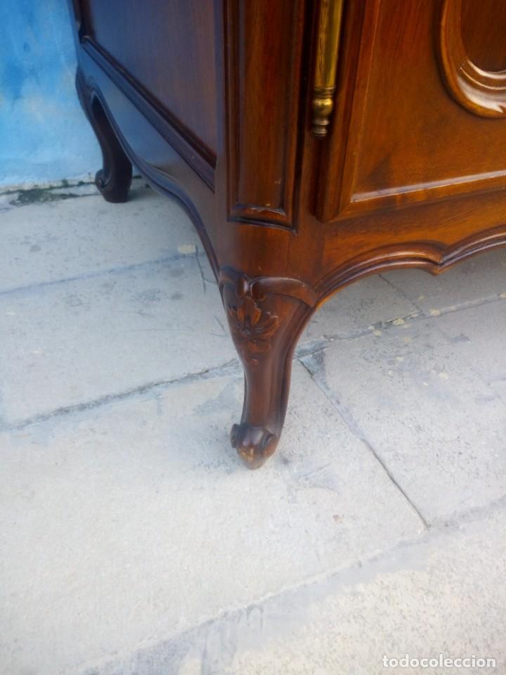 Antigüedades: Antigua vitrina isabelina,madera de caoba,patas torneadas y talladas.años 10/20,francesa. - Foto 7 - 191244196