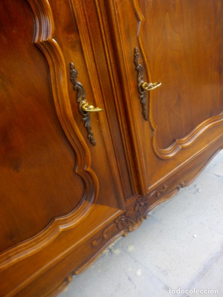 Antigüedades: Antigua vitrina isabelina,madera de caoba,patas torneadas y talladas.años 10/20,francesa. - Foto 9 - 191244196