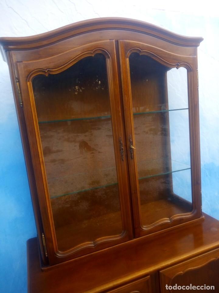 Antigüedades: Antigua vitrina isabelina,madera de caoba,patas torneadas y talladas.años 10/20,francesa. - Foto 11 - 191244196