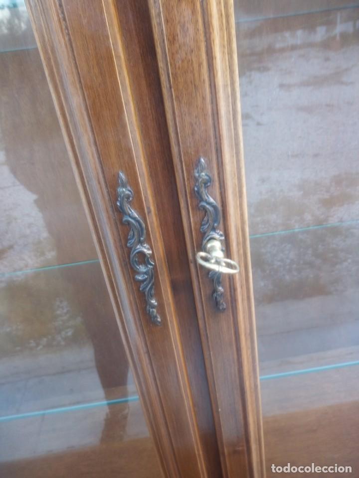 Antigüedades: Antigua vitrina isabelina,madera de caoba,patas torneadas y talladas.años 10/20,francesa. - Foto 12 - 191244196