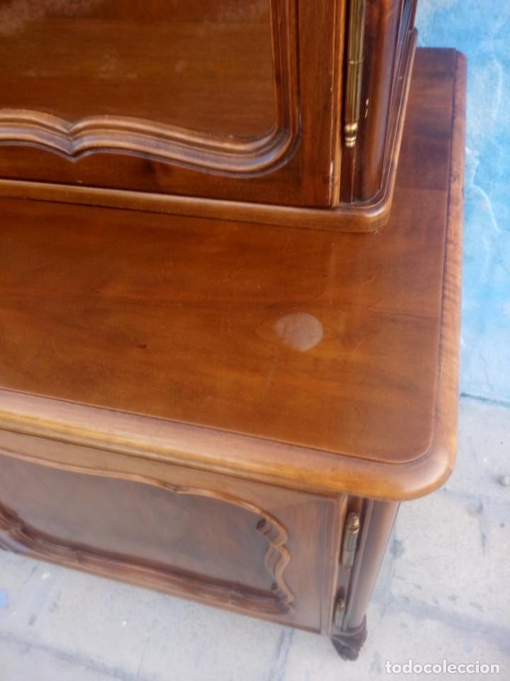 Antigüedades: Antigua vitrina isabelina,madera de caoba,patas torneadas y talladas.años 10/20,francesa. - Foto 13 - 191244196