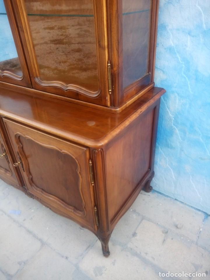 Antigüedades: Antigua vitrina isabelina,madera de caoba,patas torneadas y talladas.años 10/20,francesa. - Foto 14 - 191244196